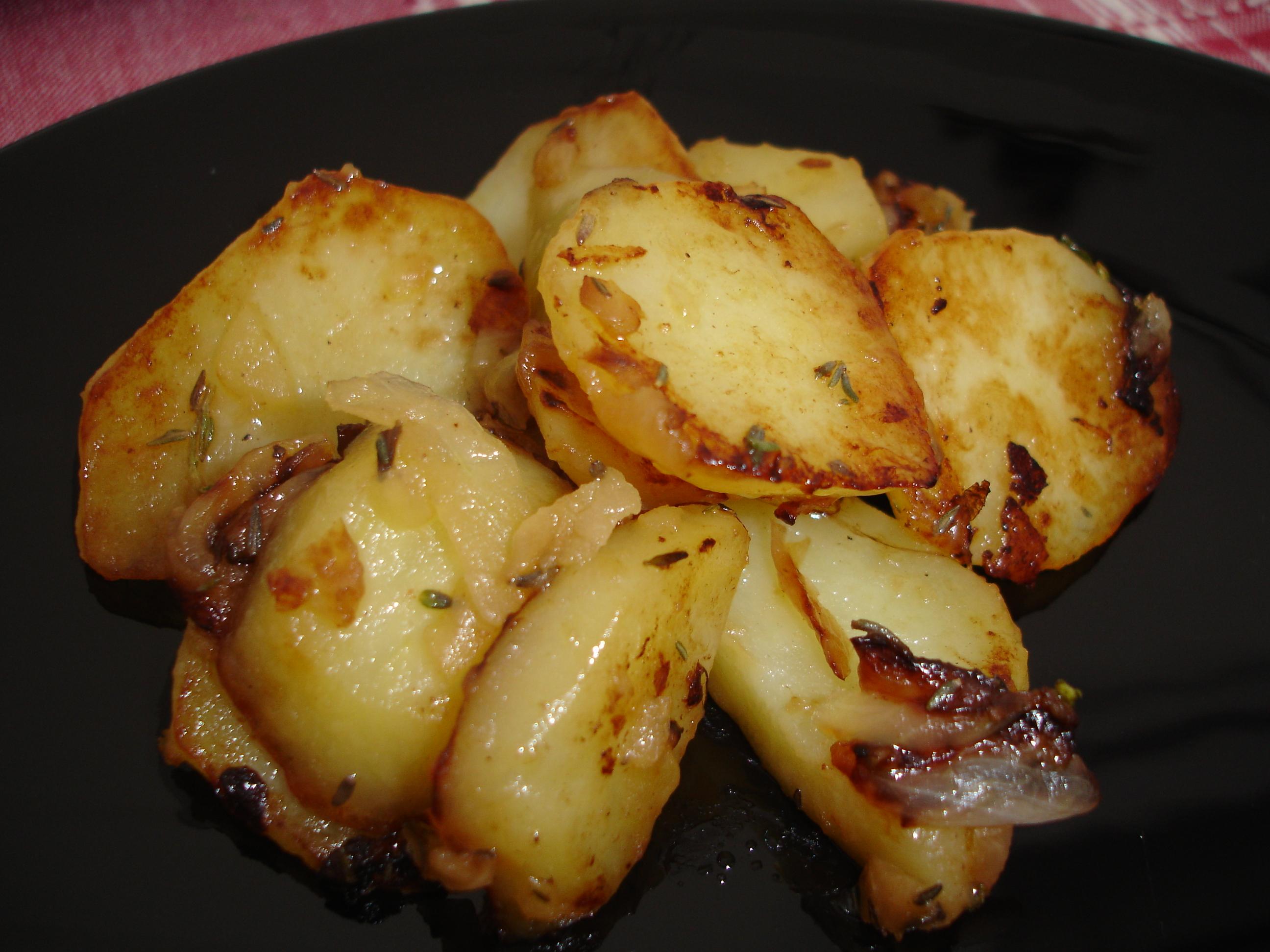 Pommes de terre saut es l oignon et au thym la cuisine - Pomme de terre rissolees maison ...
