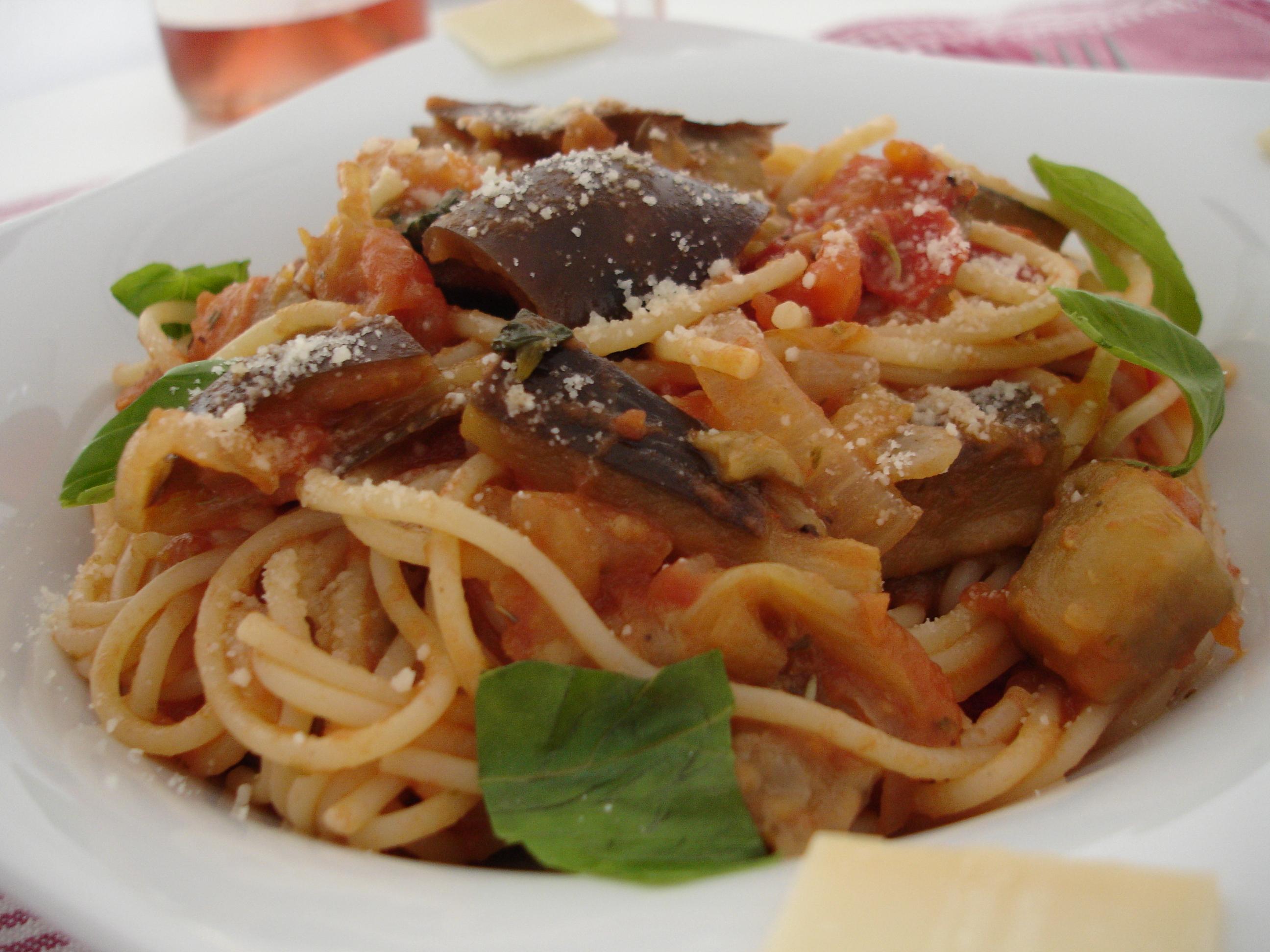 Pasta la sauce tomate et aux aubergines at la cuisine d for Aux beaux rivages la cuisine